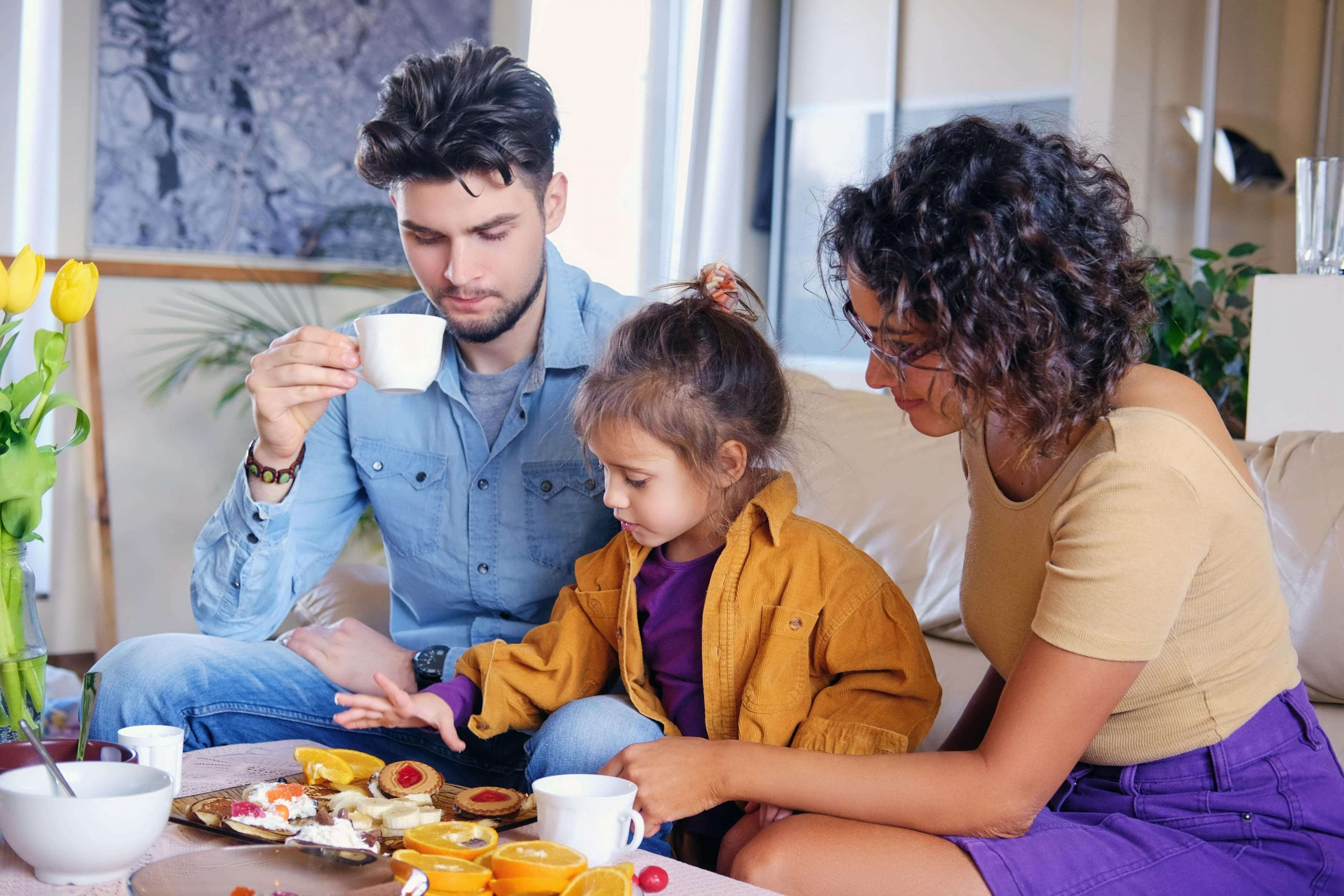 happy-family-at-the-table-in-a-living-room-FAGTQ2J-min